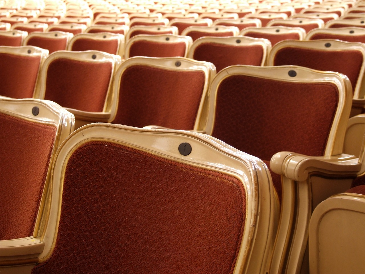 theater-seats-1033969_1280